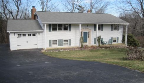 House with 5 bedrooms, South Hanover Twp, Partial Wooded lot